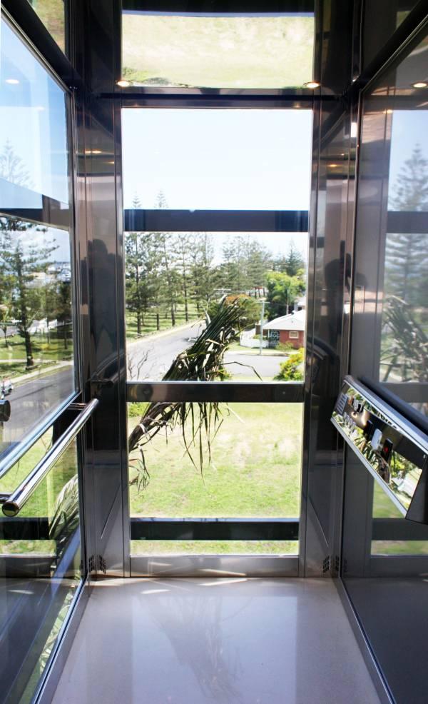 raffigura un esempio di ascensore a risparmio energetico EP