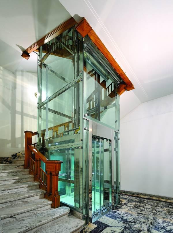 raffigura un´immagine per ascensore elettrico GL-1 di EP
